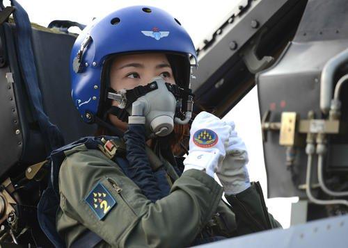 緣何?一些大國軍隊員額都在裁減,女軍人的數量卻普遍增加