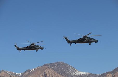 第76集團軍某陸航旅組織高高原跨晝夜火力打擊訓練